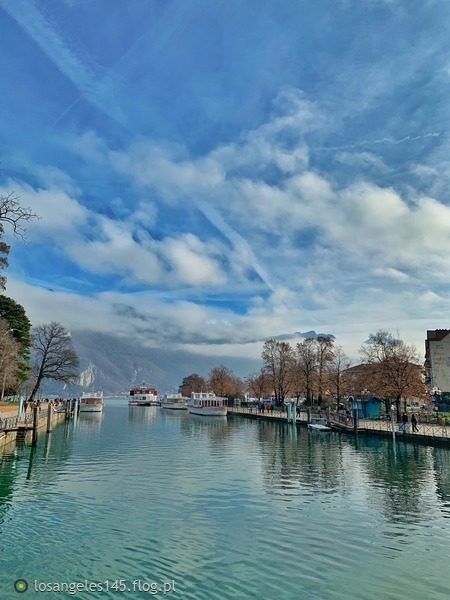https://s27.flog.pl/media/foto_middle/12943688_jezioro-annecy.jpg